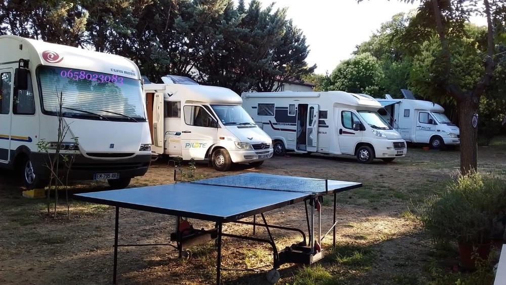 Aire camping-car à Saint-Martin-de-Valgalgues (30520) - Photo 2